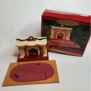 1993 Hallmark Keep Orn Flickering Light Fireplace